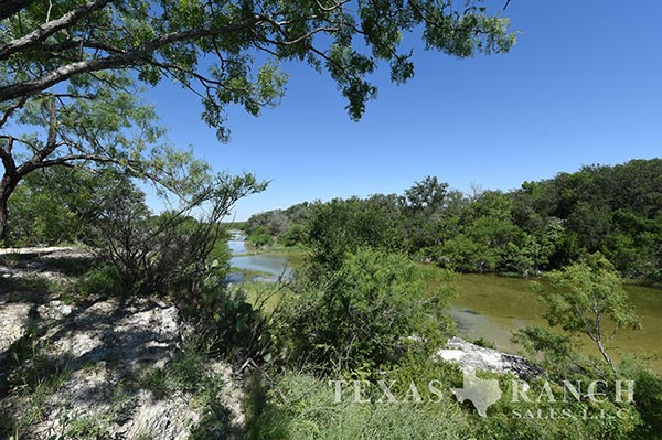 Hunting ranch 4200 acres, Kinney county image 1