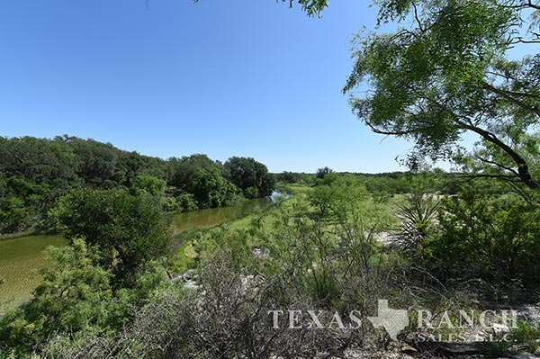 High fenced hunting ranch 4200 acres, Kinney county image 2